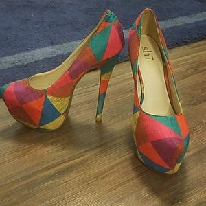 SHI by JOURNEYS Abstract Colorblock Pumps