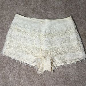 Adorable cream lace shorts