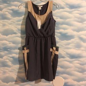 NWT Esley Small gray & tan sleeveless pocket dress