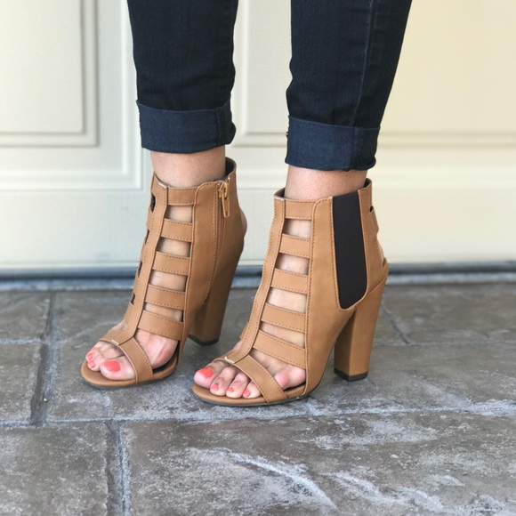 Boutique Shoes - Chic Tan Caged Gladiator Chunky Heel Sandal