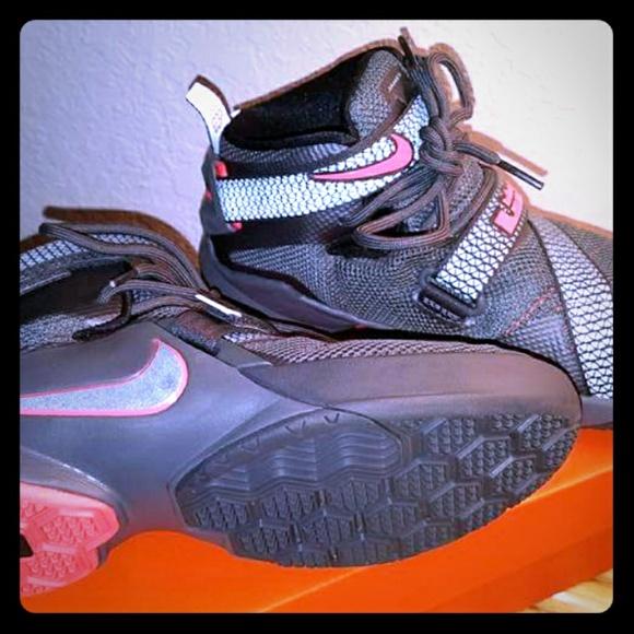 0064bfa1223 LeBron Nike Soldier IX Basketball (Youth 5.5). M 59833b246a58304d86005271
