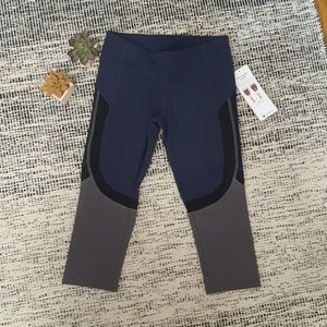 NWT Alo Yoga Curvature Capri Leggings