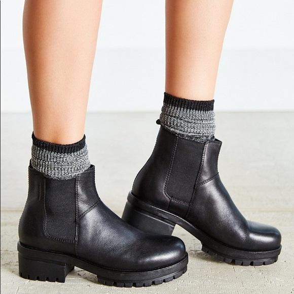 d75ce65a6021 Vagabond Kayla Platform Chelsea Boots. M_59837aa656b2d6df3b0027fc