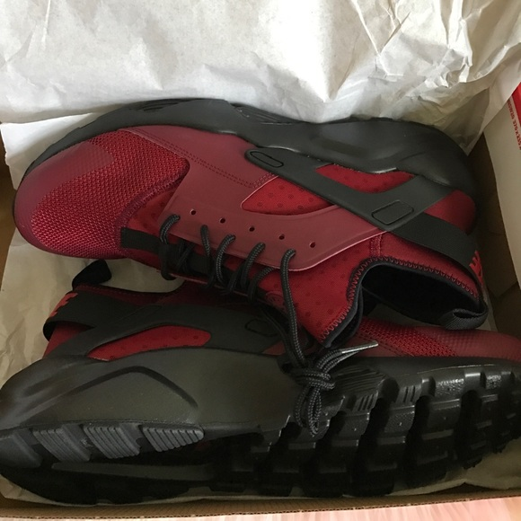 Nike Air Huaraches Run Ultra red gym red black NWT