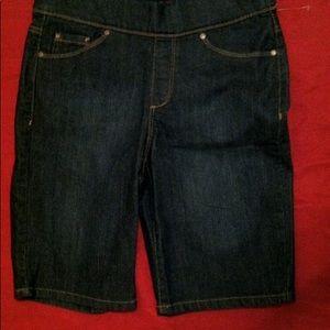 NWT  PETITE Denim  jean shorts sz 6P