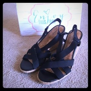 Black strappy and tan Wedges