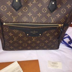 b4a5f8c5bc310 Louis Vuitton Bags - PRICE FIRM Louis Vuitton TOURNELLE MM MNG NOIR Bag