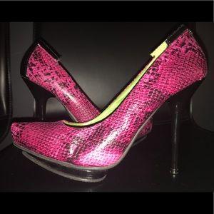 Pink snake skin texture pumps size 7