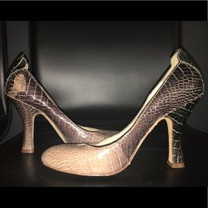 Boutique 9 snakeskin Texture Pumps Size 6