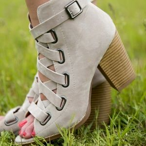 Gorgeous Strappy Heels/ Ankle booties!! Size 7