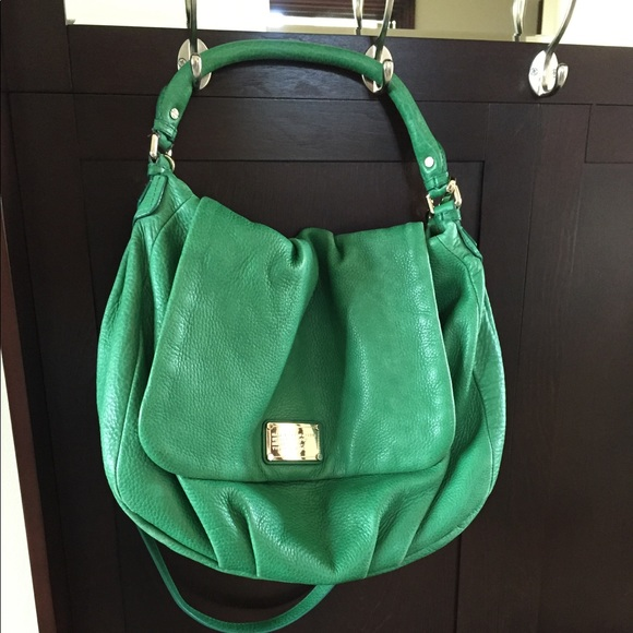 4f6349bbe919 Marc Jacobs spring green leather purse. M 5983b863713fde0c4300993d