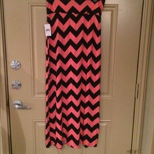 Dresses & Skirts - NWT coral/black chevron maxi skirt