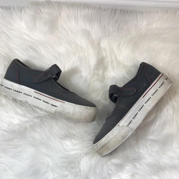 b9ff14eb65f68d Vintage 90s Tommy Hilfiger Platform Sneakers. M 5983c3192fd0b71dae000f71