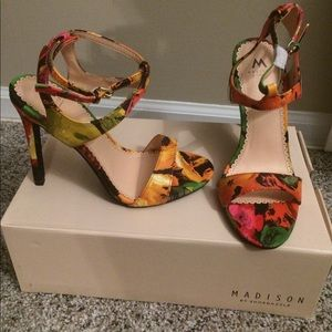 Shoes - NEW!!! Floral abstract heels