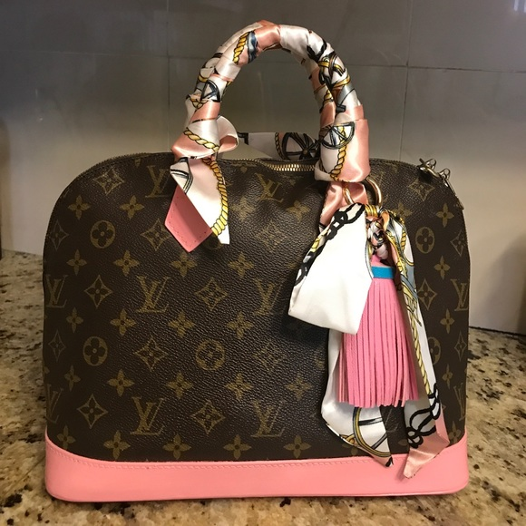 022ed6d7d Louis Vuitton Handbags - 100% Authentic Louis Vuitton Alma PM Petal Pink