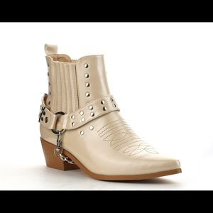 Shoes - Women's pointy toe cowboy 鸞 bootie