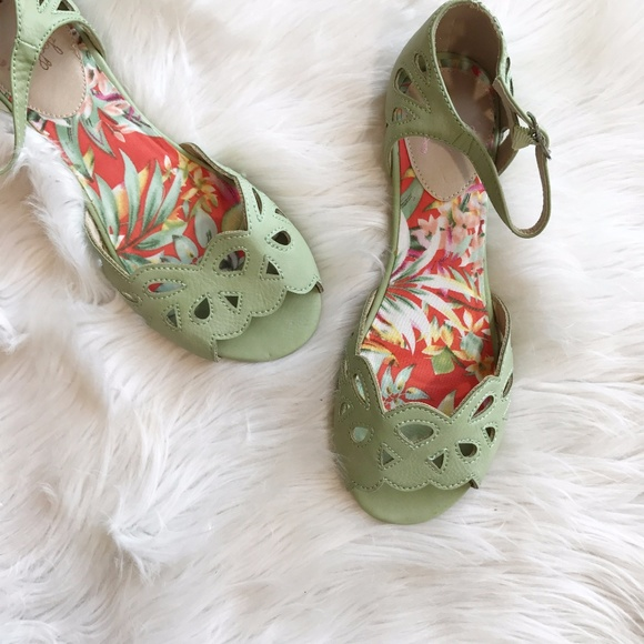57ed10a48cb49 Jelly Pop Tully Mint Sandals