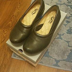 Shoes - Soft walk slip on shoe