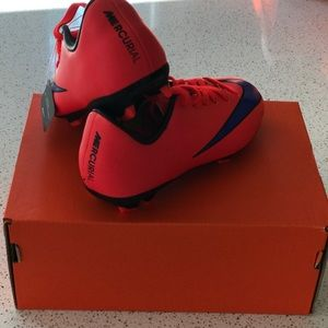 NWT Nike Youth Soccer Cleat