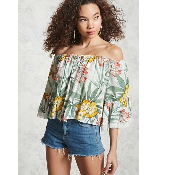 f0b378f629 Tropical floral off shoulder top