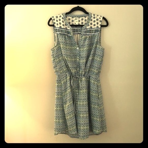GAP Dresses & Skirts - Gap Dress in White with Blue & Green Flower Detail