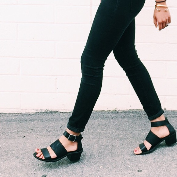 06d7e2c8f6af Madewell Shoes - Madewell Warren Block Heel Black Sandal ✌