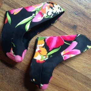Aldo flower print wedges