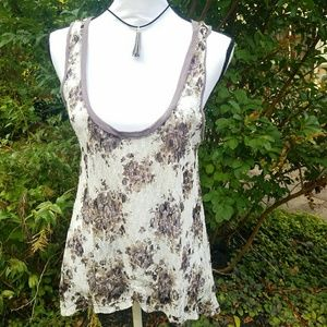 ⬇Painted Thread lace white and purple floral  tank