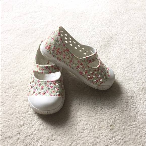 big sale 2cf14 dd039 Old Navy toddler girl shoes size 6. M 59862fd76a58303b4303c314