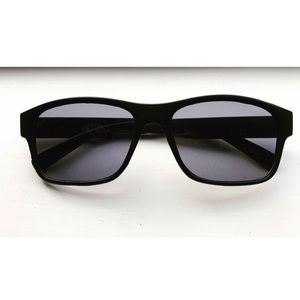 Classic black frame polarized sunglasses