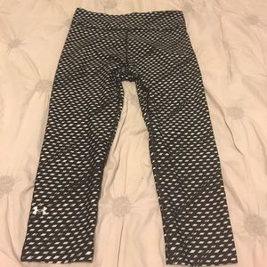 UNDER ARMOUR BLACK AND WHITE PATTERN LEGGINGS