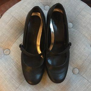Shoes - Black Kenneth Cole Reaction Kitten Heels