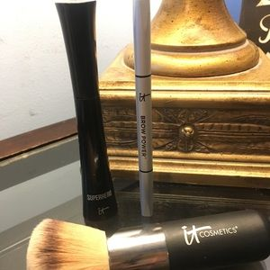 Huge it cosmetics bronzer/powder brush