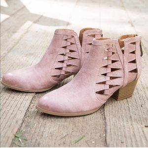 LAST 1💕 blush pink cutout ankle booties low heel