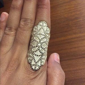 Jewelry - Armor ring w design