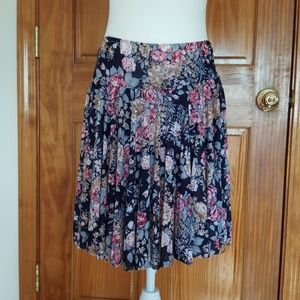 Dresses & Skirts - Adorable Floral Skort  NWT