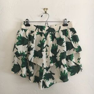 Tiered Mini-Skirt in Tropical Leaf Print 🍃