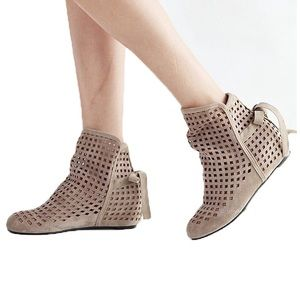 Shoes - Cutest ankle booties