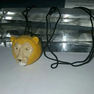 Other - cute lion radio necklace really rare and unique