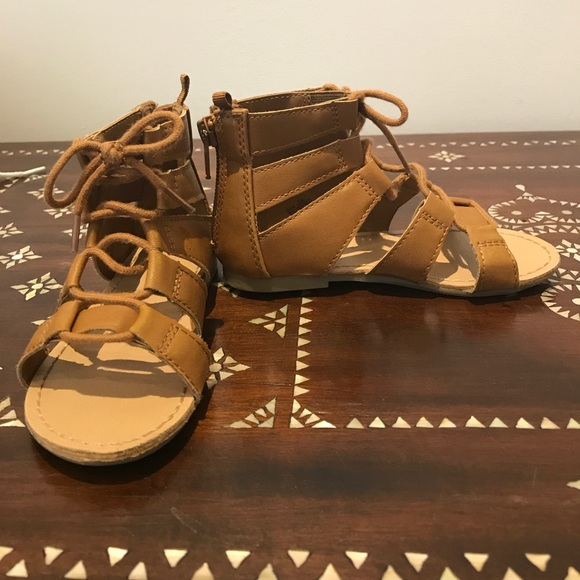 3919f7c66a1 Old navy toddler girls gladiator sandal size 8. M 598742482599fe14f0070551
