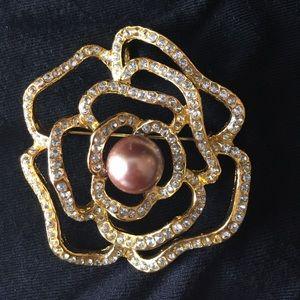 Jewelry - Gold Flower Brooch