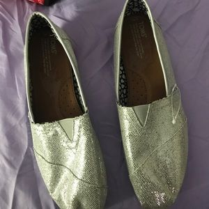 Size 11 Glitter Toms. Worn once.