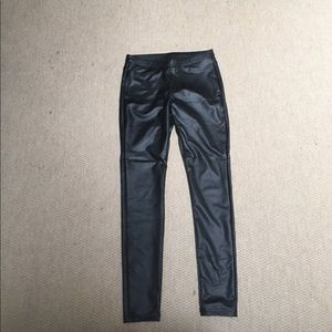 HUE Pants - Leatherette leggings