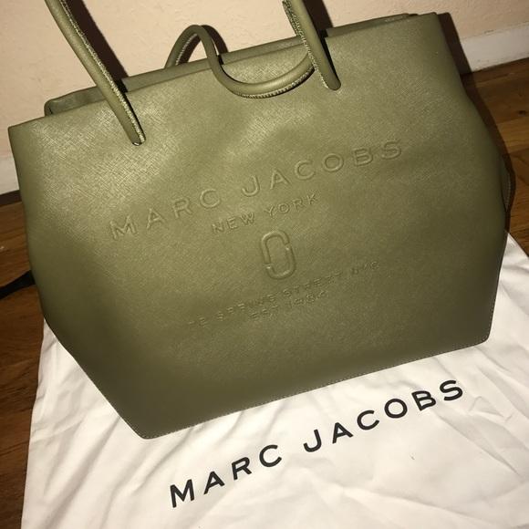 2c1e2eac95f7 Marc Jacobs Logo Shopper East-West Tote. M 598770834127d047a507ce0e
