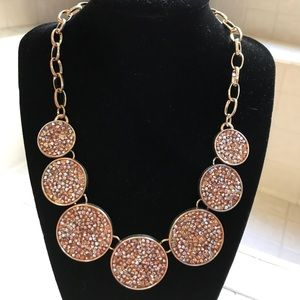Stunning necklace with gold-tone chain