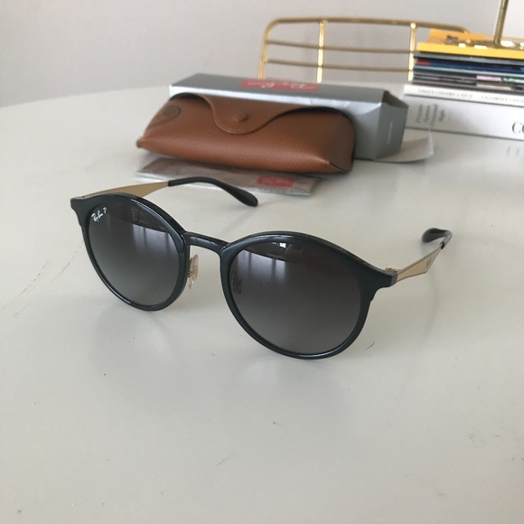 39cfc670ad BNWT Ray-Ban Polarized Emma Sunglasses