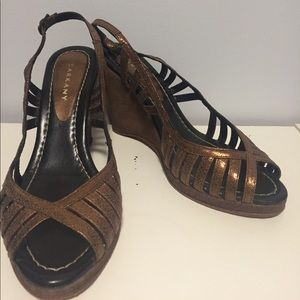 Shoes - Gold and brown wedge
