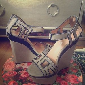 Light weight wedge sandals