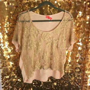 Tops - 🌸BOUTIQUE FIND🌸 super chic half top for layering