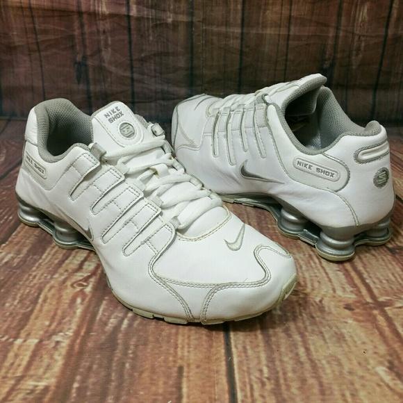 8d6683371e2 NIKE Shox NZ SI Plus white silver Shoes Sz 6.5Y. M 59879d90f739bccccf08c02f